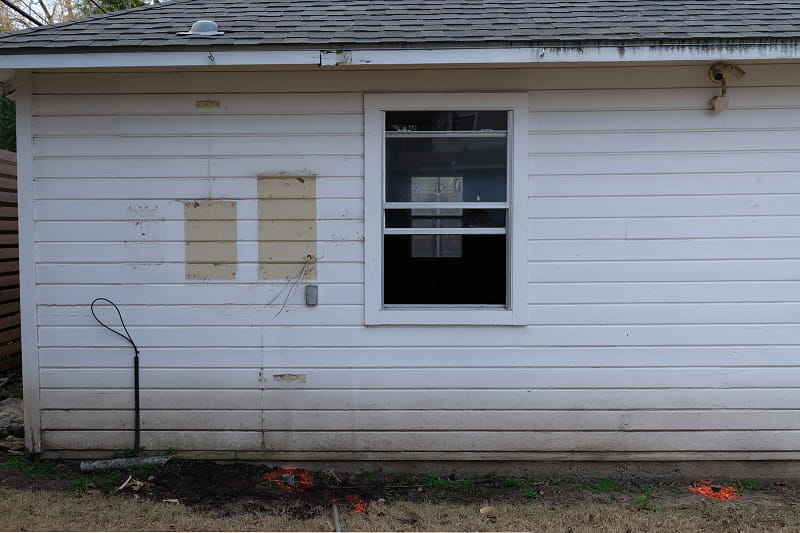 How to Clean Asbestos Siding Before Painting