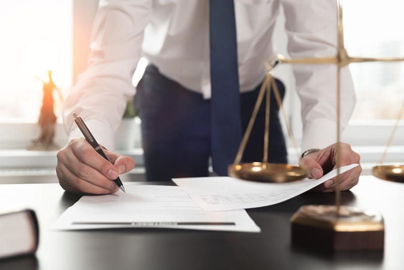How Much Does a Lawyer at a Firm Make
